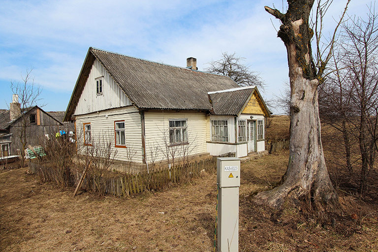Pakalniškių k., Semeliškių g. 7 (72m², 16 arų, asfaltas)