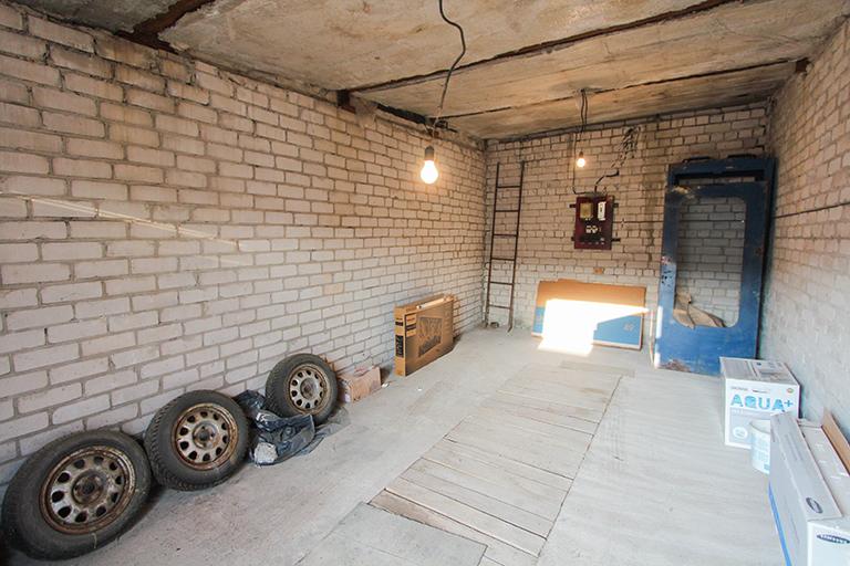 Garažas Elektrėnuose su duobe, sausas!