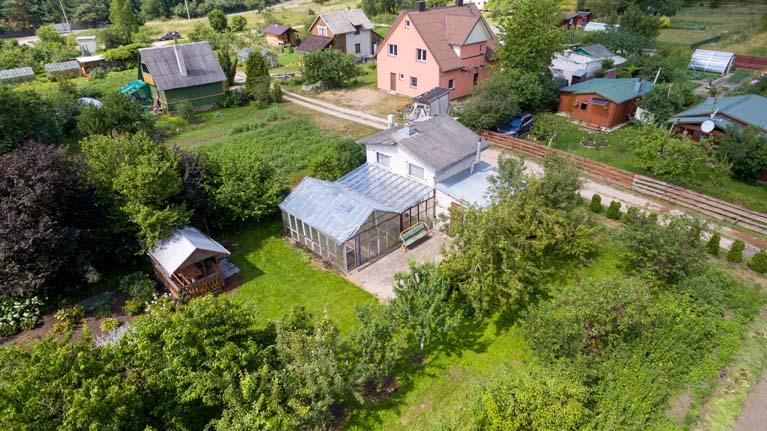 Parduodamas sodo namas su dvigubu sklypu (12.8aro) ir pirtimi!