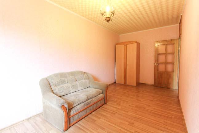 Parduodamas dviejų kambarių butas pirmame aukšte šalia Elektrėnų marių!